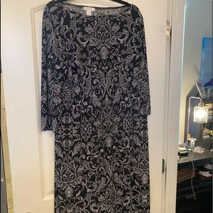 NWT black and white shift dress .